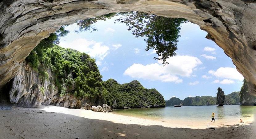 Con đường dẫn ra ngoài vịnh từ động Thiên Cung