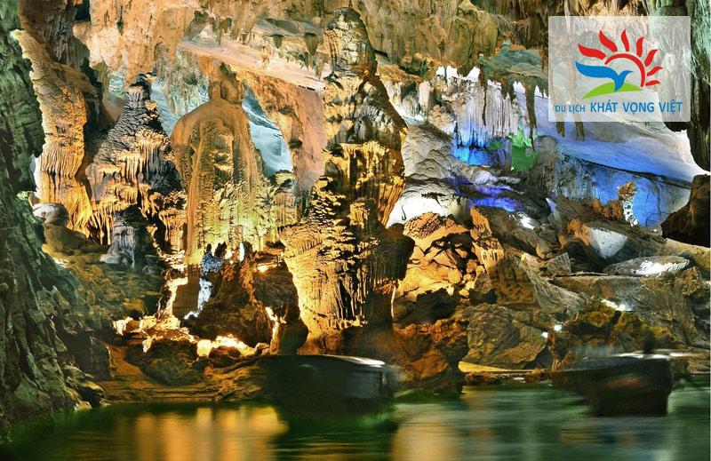 Động thiên cung đẹp hơn nhờ có nước đọng trong hang