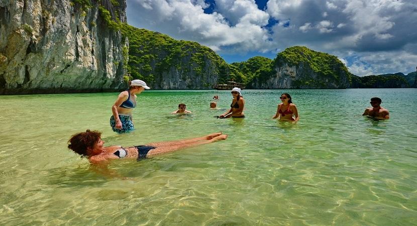Du lịch tắm biển Hạ Long