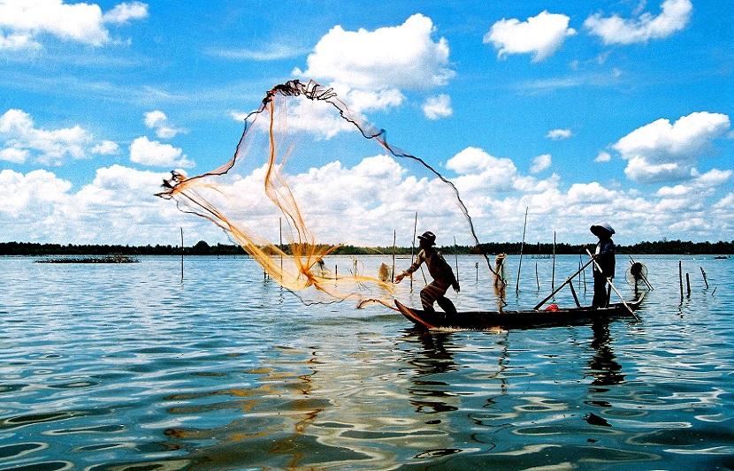 Trải nghiệm đánh bắt cá trên làng chài ở Hạ Long