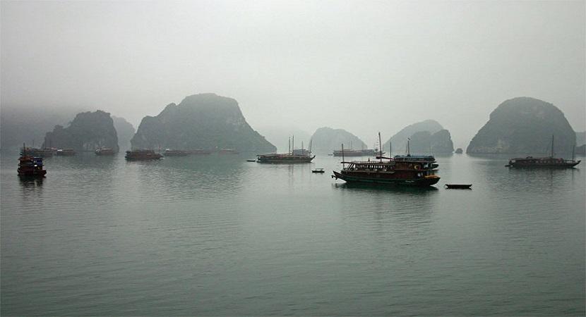 Khung cảnh vịnh Hạ Long đẹp mê hoặc