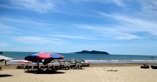 Khu du lịch biển Đồ Sơn một ngày hè đầy nắng