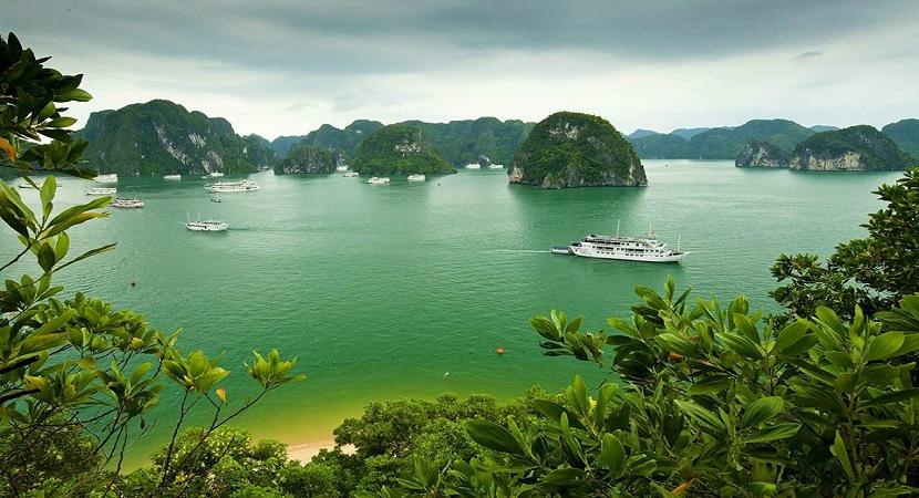 Vẻ đẹp Hồ Ba Hầm trên vịnh Hạ Long