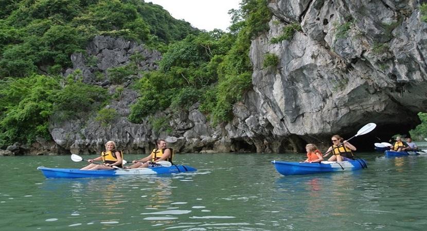 Thư giãn thoải mái tại hồ Ba Hầm ở Hạ Long