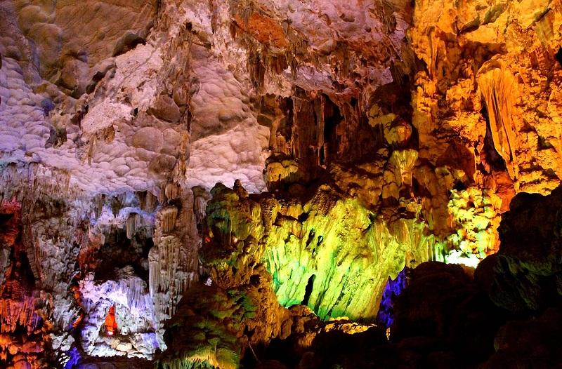 Vẻ đẹp lộng lẫy của hang Trống