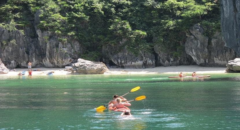 Bãi tắm Ba Trái Đào thu hút du khách khám phá, tắm biển