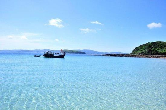 Bờ biển xanh ngút ngàn ở đảo Cô Tô