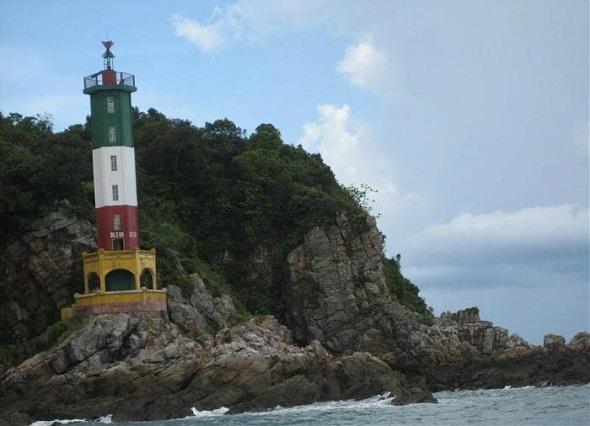 Ngọn Hải đăng ở đảo Quan Lạn