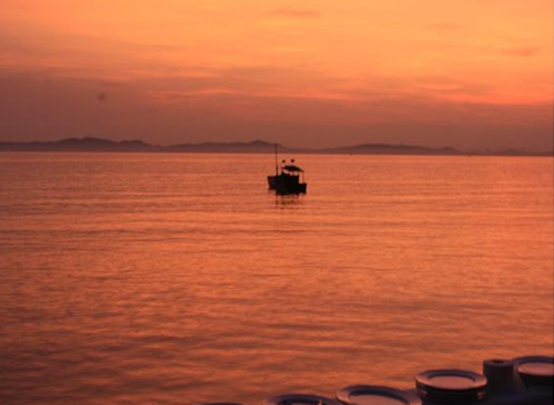Lãng mạn với hoàng hôn trên biển Cô Tô