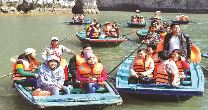 Làng chài Ba Hang thu hút du khách đến tham quan, khám phá