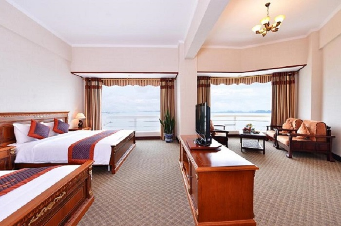 Phòng khách sạn Grand Hạ Long hiện đại, rộng và thoáng