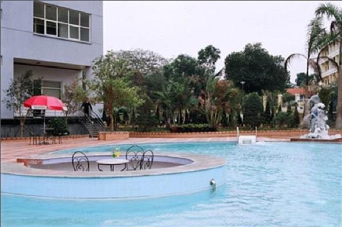 Hồ bơi ngoài trời tại khách sạn Grand Hạ Long