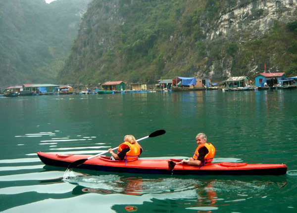 Chèo thuyền Kayak ở Hạ Long