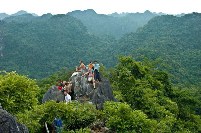 Vườn Quốc Gia Cát Bà với hệ sinh thái đa dạng, phù hợp với những người thích khám phá