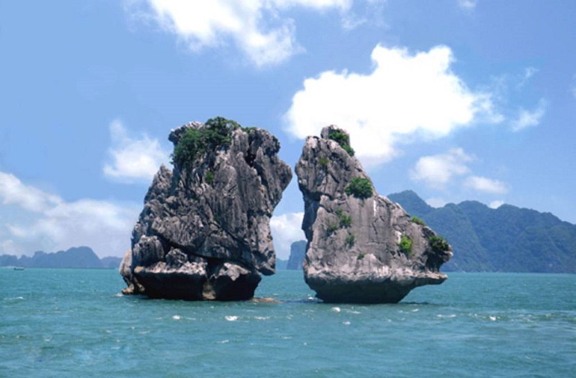 Hòn đảo trên vịnh Hạ Long