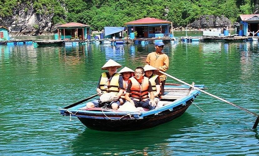 Hành trình khám phá làng chài Vung Viêng trên vịnh Hạ Long