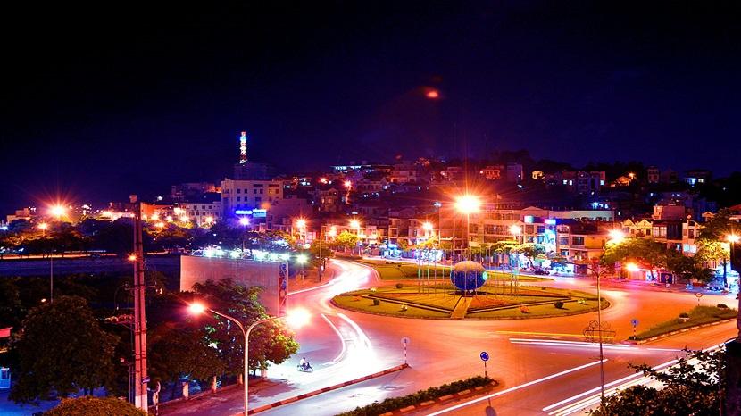 Thành phố Hạ Long lung linh trong ánh đèn rực rỡ