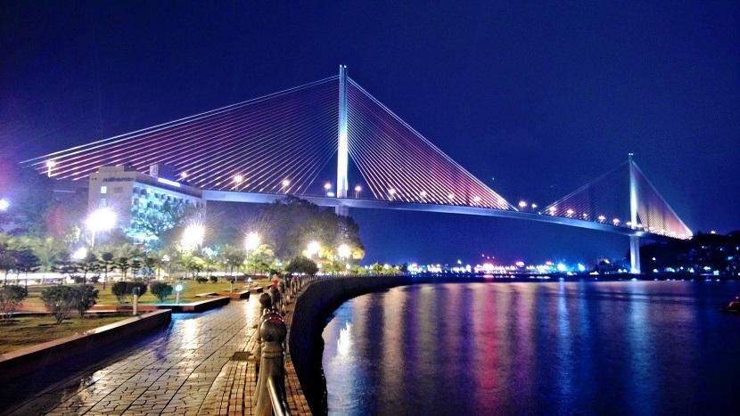 Cầu Bãi Cháy về đêm- biểu tượng của Hạ Long