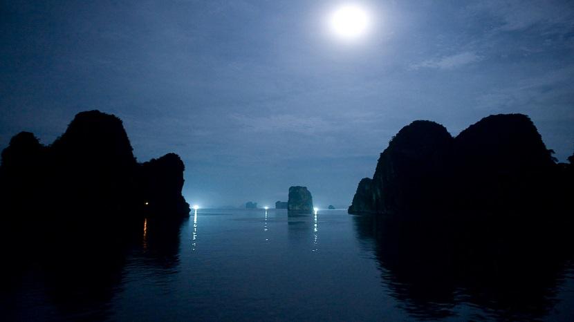 Vẻ đẹp vịnh HẠ Long dưới ánh trăng sáng ngời