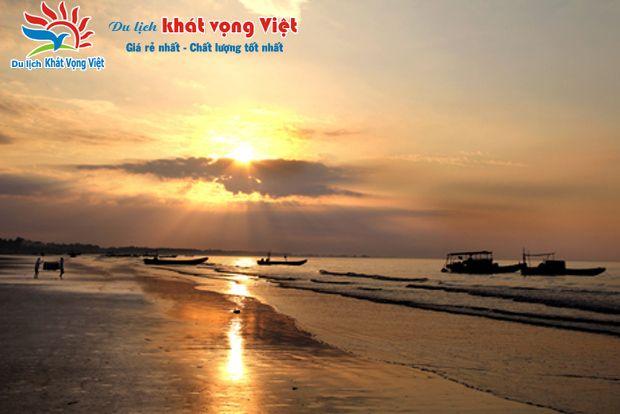 Hoàng hôn tại bãi biển Trà Cổ Hạ Long