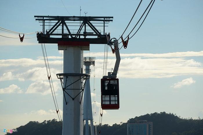 Cột cáp cao 188,8m và cabin có sức chứa 230 người/cabin