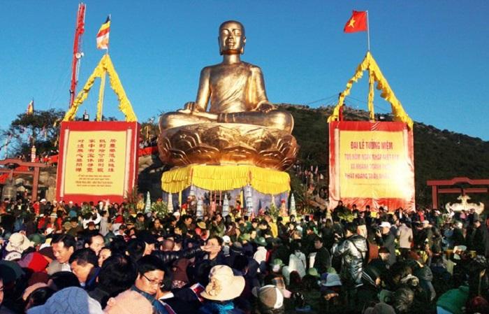 Lễ hội Yên Tử thu hút hàng ngàn Phật Tử