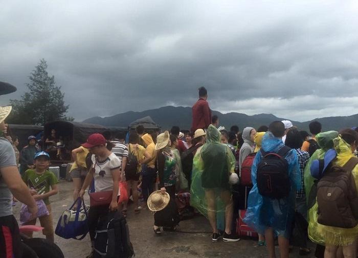3.500 du khách mắc kẹt tại đảo Cô Tô trong cơn bão số 2