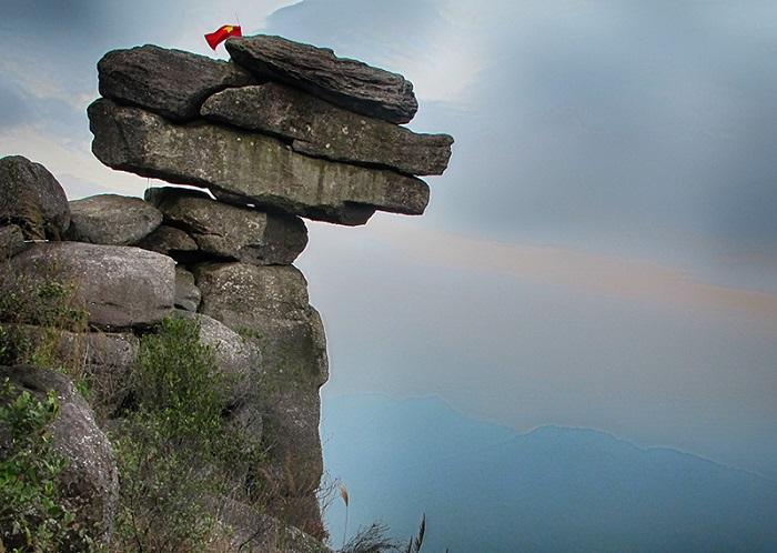 Núi Đá Chồng - một kiệt tác của thiên nhiên